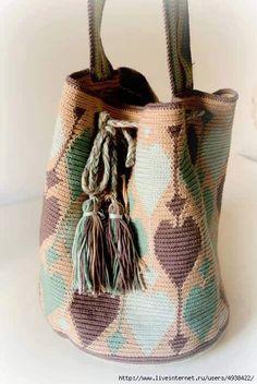 Patrón Mochila a Crochet Supernatural Styl Mochila Crochet, Bag Crochet, Crochet Baby Booties, Crochet Purses, Love Crochet, Filet Crochet, Crochet Motif, Tapestry Crochet Patterns, Tapestry Bag