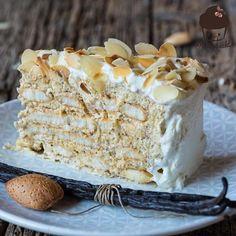 Wie kann man sein Wochenende zuhause besser genießen als mit einem Stück MALAKOFF TORTE??? . . . #malakoff #malakofftorte #mannbackt #recipe #food #foodblogger #foodphotography #cake #kuchen @thefeedfeed #feedfeed #rezeptebuchcom @rezeptebuchcom #winter @ich.liebe.foodblogs  #ichliebefoodblogs #foodstagram @hautescuisines #hautescuisines #gloobyfood @food_glooby #foodblogfeed #vscofood #onthetable #foodporn Rice Krispie Treats, Rice Krispies, Types Of Snacks, Rice Recipes For Dinner, Turkey Sandwiches, Thin Crust, Protein Breakfast, Food Items, Cake Cookies