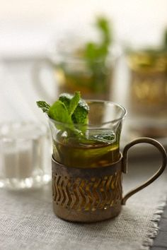Moroccan tea in traditional cups Fresh Moroccan tea in a traditional cup Death On The Nile, Candy Drinks, Keep Calm And Drink, Mint Tea, Coffee Photography, Arabic Food, World Recipes, Tea Ceremony, Recipe Of The Day