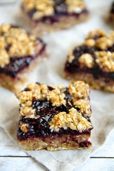 Easy and healthy blueberry banana oat bars that are low in fat, refined sugar free, gluten-free, vegan, and absolutely delicious. | Ideahaks.com