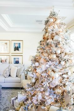 Christmas Home Tour 2017 - Silver and Gold Christmas - Randi Garrett Design This is what I wanted my tree to look like this year, but my family wanted the traditional look.maybe next year! Simple Christmas Tree Decorations, Elegant Christmas Trees, Christmas Tree Design, Gold Christmas Tree, Beautiful Christmas, Christmas Home, Holiday Decor, Christmas Mantles, Christmas Cactus