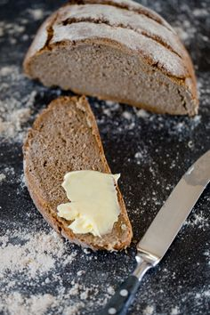 Wholemeal bread with sourdough - with rye and whole wheat flour - kitchen chaotin - Whole grain bread with sourdough – www. Easy Desert Recipes, Easy Baking Recipes, Easy Appetizer Recipes, Vegetarian Recipes Easy, Easy Cake Recipes, Pumpkin Recipes, Easy Meals For One, Cheap Easy Meals, Infection Fongique