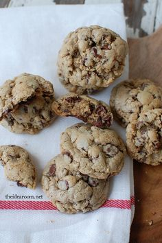 The BEST Chocolate Chip Cookies...EVER! | theidearoom.net