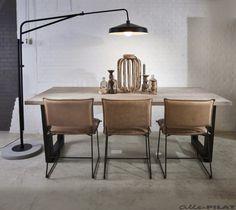 Vloerlamp Brighton   Stoere combinatie van zwart ijzer en beton