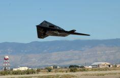 An F-117A Nighthawk takes off from the Holloman runway (U.S. Air Force photo/Airman 1st Class Jamal Sutter) Oct 2007