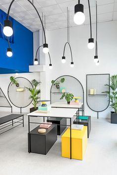 Mesas en diseño de tienda Gnomo