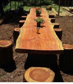 Mesa de troncos de árboles