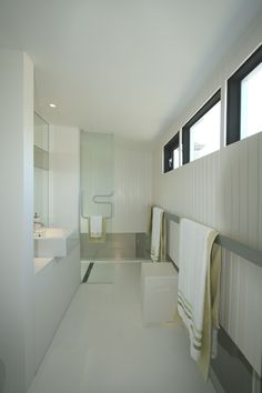 'wood' coverlite panelling in bathroom
