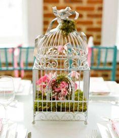 Centrotavola fai da te - Gabbietta con erba e fiori come centrotavola