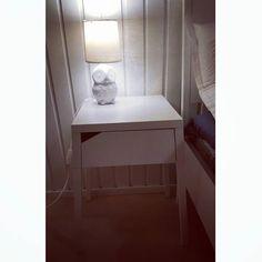 Viimein #puolipaneeli#maalattu &#Ikeasta#yöpöytä ..#New#Ikea#bedsidetable#owl#bedsidetablelamp#owllamp#white#interior#interiordesign#Selje#pöllö#pöllölamppu#home#allwhite#whiteinterior#bedroomkoti#remonttia@ikeasuomi #sisustus#sisustaminen#sisustusinspiraatio#valkoista#uutta#uuttakotiin#skandinavianstyle#whitelight by tanjacarrassi