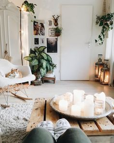 """"""" I want to have a weekend adventure, but I kinda want to have it in my pajamas """" . Why change what feels so good, isn't getting comfy what Sundays are all about? . Wish you a nice Sunday (evening) ✨ . . #sundayvibes✨#cozyhome#candletime#fallmood#comfystyle#warmsocks#autumndecor#bohemianhome#haveaniceevening"""