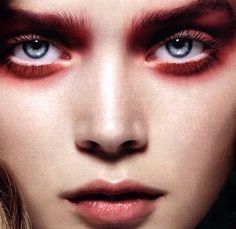 Delineated, smoky, colors, shapes and techniques to make up your eyes every time We propose ten eye makeup looks for different tastes and. Red Makeup, Smokey Eye Makeup, Makeup Inspo, Makeup Art, Beauty Makeup, Makeup Looks, Hair Makeup, Red Eyeshadow, Red Smoky Eye