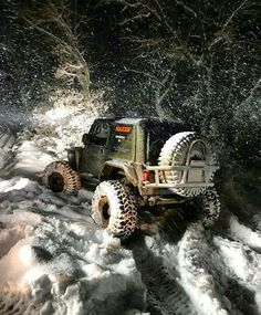 Jeep off-roading in the snow Jeep Wrangler Yj, Jeep Tj, Jeep Wrangler Unlimited, Jeep Willys, Jeep Commander, Jeep Cars, Jeep Truck, Badass Jeep, Offroader