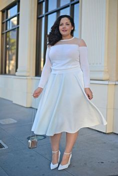 It is always advised by the fashion experts that plus size models should avoid skinny and clingy fabrics that will stick to their body and would make their curves and bulges look more prominent.