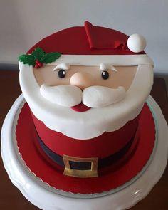 The art of decorating Christmas cake - Christmas Desserts Chrismas Cake, Christmas Themed Cake, Christmas Cupcakes Decoration, Christmas Cake Designs, Christmas Deserts, Holiday Desserts, Christmas Baking, Christmas Cookies, Theme Noel