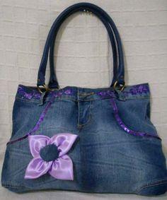 Customização: como transformar jeans em uma bolsa http://blog.costurebem.com.br/2012/03/customizacao-como-transformar-jeans-em-uma-bolsa/