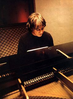 Elliott Smith playing the piano