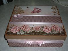 use most recent floral paper pack Decoupage Vintage, Decoupage Box, Decorated Gift Bags, Altered Cigar Boxes, Diy And Crafts, Paper Crafts, Shabby Chic Crafts, Wedding Ring Box, Pretty Box