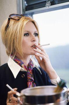 Bridget Bardot - because that lady is SO smokin', she needs two cigarettes. Bridget Bardot, Brigitte Bardot, Isabelle Adjani, Charlotte Rampling, Women Smoking, Girl Smoking, Le Smoking, Jane Birkin, Divas