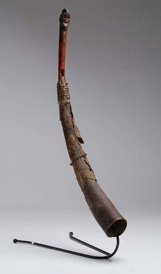 Trompe d'appel recouverte de cuir, Fang, Gabon - Ivoire, cuir..., Art Africain à Salle des ventes de Chinon