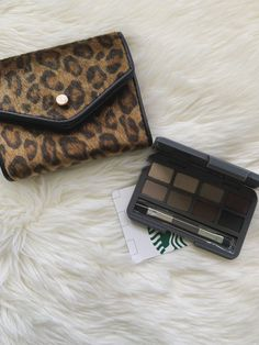 Stowaway Cosmetics Review: Travel Makeup Made Easy - Travel Daze - Perfect makeup for travel! #travelbeauty #makeup #beautymakeup #travelmakeup Travel Beauty Routine, Beauty Routines, Makeup Routine, Makeup Kit, Smokey Eye Palette, Travel Size Makeup, Travel Hairstyles, Makeup Items, Travel Toiletries
