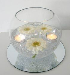 Great No Cost Floating Candles with pearls Ideas Hovering wax lights provides the aspect of romance, design and elegance when you have used them inte Fishbowl Centerpiece, Floating Candle Centerpieces, Diy Centerpieces, Masquerade Centerpieces, Wedding Table Decorations, Decoration Table, Floating Flowers, Deco Table, Centre Pieces