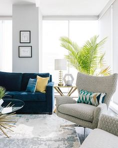 💙💙💙 We are loving this cool + modern condo project from the Design Crew. Head on over to … Blue And White Living Room, Blue Living Room Decor, Living Room Furniture Layout, Living Room Colors, Living Room Designs, Furniture Decor, Salons Cosy, Casa Clean, Family Room Design