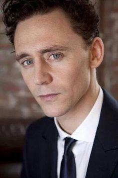 Tom Hiddleston/ Plays Loki on Thor & the Avengers. James Dashner, Thomas William Hiddleston, Tom Hiddleston Loki, Hiddleston Daily, Ex Machina, Attractive Men, Hemsworth, Gorgeous Men, Beautiful Cats