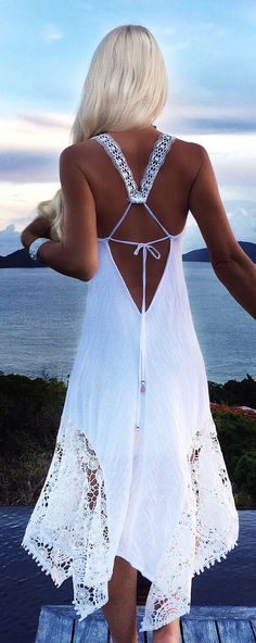 Love the back of this white dress                              … White Beach Dresses, Casual Beach Dresses, Bohemian Summer Dresses, Summer Beach Dresses, Beautiful White Dresses, Backless White Dresses, Bohemian White Dress, Beach Wear For Women Outfits, Flowy Beach Dress