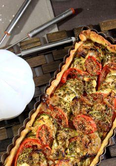 Tarta de calabacín, tomate, cebolla mostaza - Shachu & # s Kitchen Pizza Recipes, Meat Recipes, Vegetarian Recipes, Chicken Recipes, Snack Recipes, Zucchini Tarte, Zucchini Pie, Zucchini Tomato, Easy Smoothie Recipes