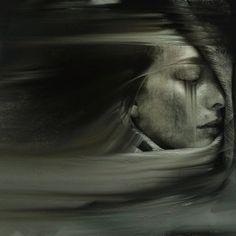 a incerteza do caminho no calor do teu corpo apeadeiro onde se canta a arritmia de um adeus. bebo nesta paixão desenfreada a loucura nua de te saber em nome, em corpo, em voz. Gosto de te encontrar proibida de desejos (tristan reveur)