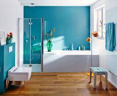 Tolle Ausstrahlung: Holz im Bad Wooden surfaces create a natural look in the bathroom and feel good underfoot. Bathroom Styling, Bathroom Interior Design, Wood Bathroom, Small Bathroom, Ikea Baby Nursery, Small Toilet Room, Upstairs Bathrooms, Flooring Options, Bathroom Renovations
