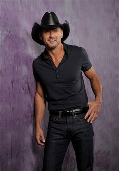 "Country singer Tim McGraw recently came clean about his alcohol-heavy past, but he had another revelation to make on ""The Ellen DeGeneres Show"" Tuesday: He's not wearing underwear. DeGeneres regularly gives out ""Ellen Show"" underwear to guests, and displ Country Music Stars, Country Music Singers, Country Artists, Country Musicians, Cute N Country, Country Men, Tim Mcgraw Family, Gorgeous Men, Beautiful People"