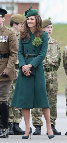 "Duchess Catherine in Hobbs ""Persephone Trench"" coat, Gina Foster ""Meribel"" hat, suede Emmy London ""Valerie"" shoes & ""Natasha"" clutch, and Kiki McDonough Green Amethyst and Diamond drop earrings at the Irish Guards parade, March 2014 Princesse Kate Middleton, Kate Middleton Prince William, Prince William And Kate, Style Kate Middleton, Kate Middleton Photos, The Duchess, Duchess Of Cambridge, Engagement Photo Dress, Duchesse Kate"