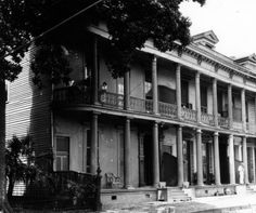 Residence, 1426 - 1432 Euterpe Street :: Charles L. Franck and Franck-Bertacci Photograph Collections