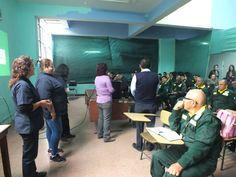 Expositoras realizando una práctica con miembros del personal de serenazgo. Capacitación en la Gerencia de Seguridad Ciudadana de Pueblo Libre.