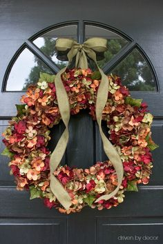 Gorgeous fall hydrangea wreath for your front door! Source included in post! Fall Crafts, Holiday Crafts, Holiday Decor, Diy Crafts, Fall Home Decor, Autumn Home, Thanksgiving Decorations, Seasonal Decor, Corona Floral