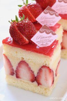 こんにちは^^ 今日のリクエストスイーツは、フレジェです♪ フレジェとは、日本でいうショートケーキのフランス版です。 切り口に見えるたっぷりの苺に...