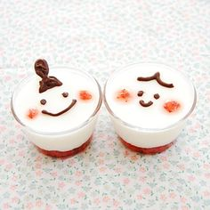 Site is in Japanese (so use a website translater) This is basically a pudding with strawberries at the bottom much like those yogurts with fruit on the bottom. It sounds very yummy! Desserts In A Glass, Mini Desserts, Dessert Recipes, Cute Food, Good Food, Yummy Food, Decadent Food, Sweets Cake, Japanese Sweets