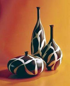 Painted Flower Pots, Ceramic Flower Pots, Painted Pots, Flower Vases, Painted Bottles, Wine Bottle Art, Wine Bottle Crafts, Wine Bottles, Roseville Pottery