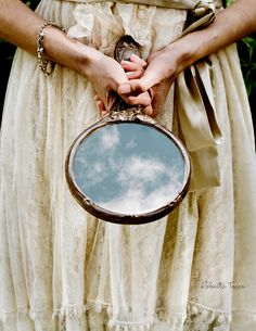 The enchanted mirror Story Inspiration, Writing Inspiration, Through The Looking Glass, Photomontage, Belle Photo, Magick, Wiccan, Witchcraft, Beauty And The Beast