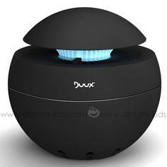 Zen attitude avec ce purificateur d'air DUUX: un design très épuré, son réservoir à arômes et une veilleuse de nuit intégrés offrent des instants de détente à bébé, papa et maman. Par ailleurs, sont filtre escamotable HEPA nettoie et filtre l'air des poussières, même les plus infimes.