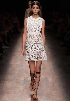 Lttle whitte Dress http://www.makeyourownfashion.com/2015/06/little-whitte-dress.html#more