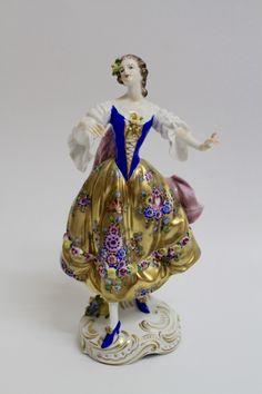 196 Lteste Porzellanmanufaktur Volkstedt Figur M 228 Dchen Mit