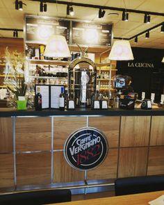 Dijon Caffè Vergnano coffeshop. Right in the core a Belle Époque Chrome tower #caffevergnano1882  #dijon  #Bellepoque  #Elektra #coffeshop  #espresso  #coffemachine  #elektracoffemachine  #elektraespresso  #madeinitaly