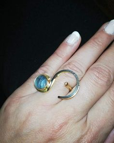 Τι συμβαινει οταν η οχταχρονη κορη σου, σχεδιαζει ενα δαχτυλιδι σαν αυτο?? Το λιγοτερο που μπορουμε να κανουμε, ειναι να του δωσουμε το… Silver Rings, Jewels, Fashion, Moda, Jewelery, Fashion Styles, Gem, Jewlery, Gemstones