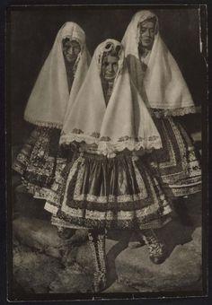 Lagarteranas + José Ortiz Echagüe Puertas Guadalajara, España, 1886 - Madrid, España, 1980Lagarteranas