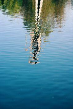 Espejo de agua - No vemos nuestro reflejo en el agua en movimiento, sino en el agua quieta. Elizabeth Gilbert