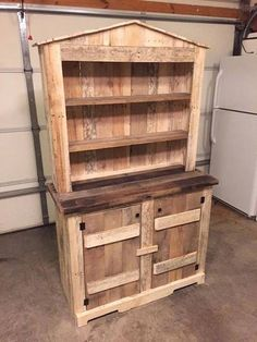 Cheap, Easy and Creative Recycled Pallet Ideas That Will Inspire You: Presently, I need to let you know and given you diverse interesting thoughts regarding Wooden pallet furniture and DIY. Wood Pallet Beds, Wooden Pallet Projects, Wooden Pallet Furniture, Pallet Crafts, Wooden Pallets, Pallet Hutch, Pallet Chest, Furniture Projects, Diy Furniture