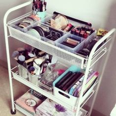 Best Ideas diy makeup organization tray make up Beste Ideen DIY Make-up Organisation Tablett bilden Bathroom Organization, Makeup Organization, Bathroom Storage, Organization Ideas For Bedrooms, Bedroom Ideas For Small Rooms, Storage Room, Trendy Bedroom, Modern Bedroom, Diy Makeup Organizer